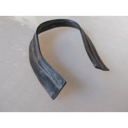 Joint caoutchouc entre aile arrière gauche et coquille tôle de liaison