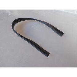 Joint caoutchouc entre aile arrière droite et coquille tôle de liaison